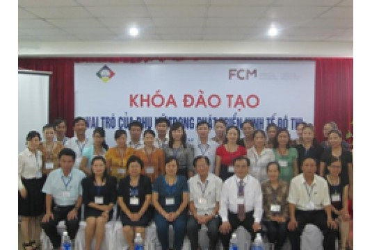 """Khoá đào tạo """"Vai trò của phụ nữ trong phát triển kinh tế đô thị"""" tại TP Hà Tĩnh"""