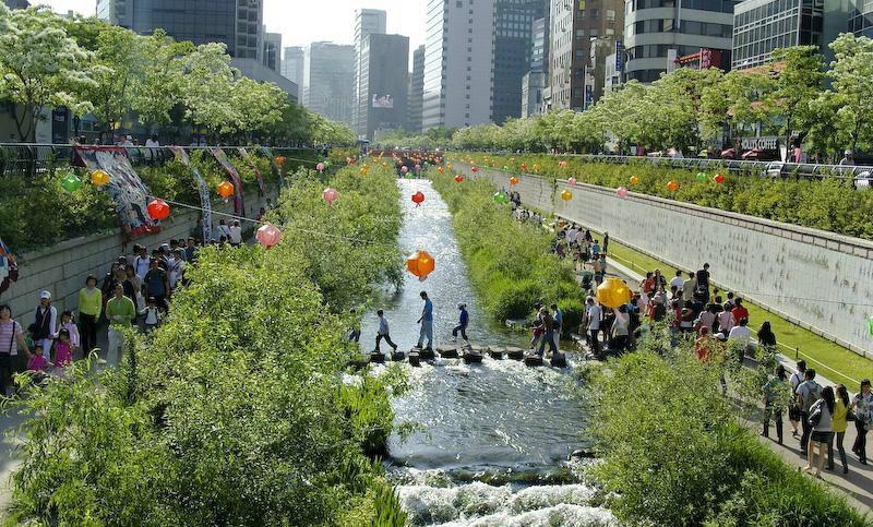 """""""Khơi lại dòng suối Cheonggye"""" ở Hàn Quốc"""
