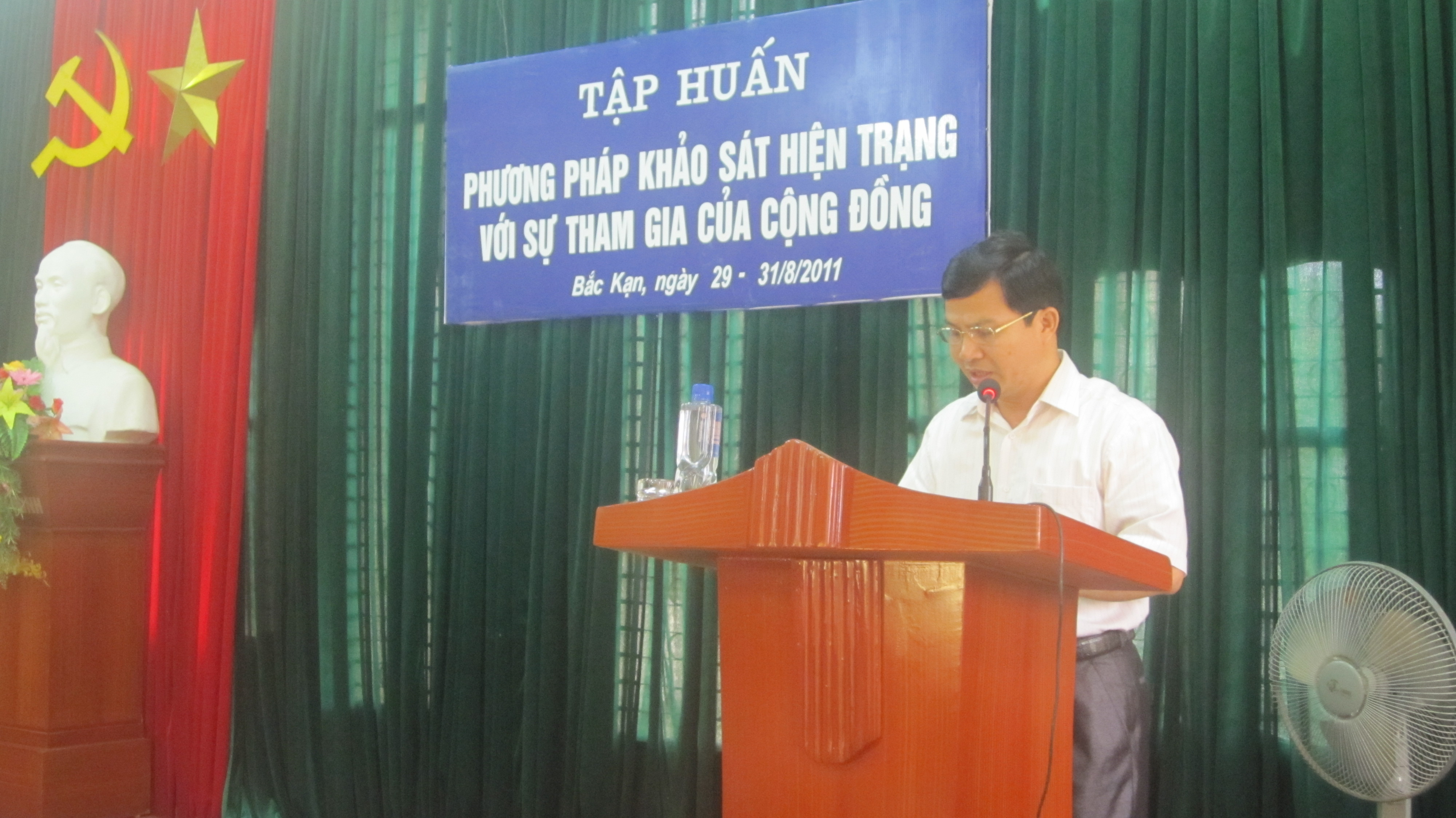 mr. leng van chien chairman of ban kan town peoples committee speaks at the training